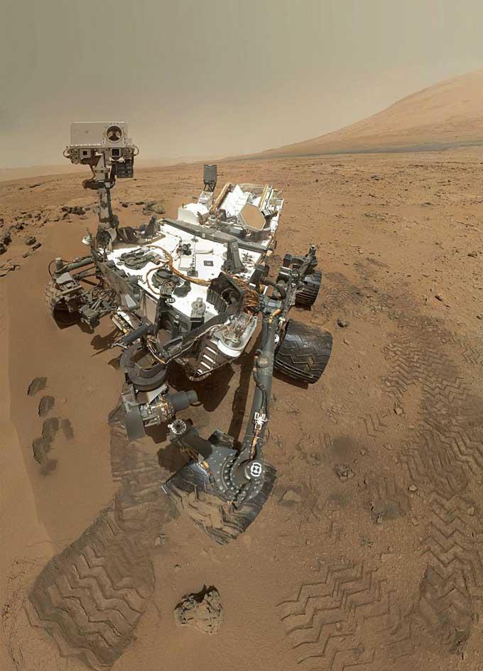 キュリオシティ、火星の「動く砂丘」をパノラマ撮影