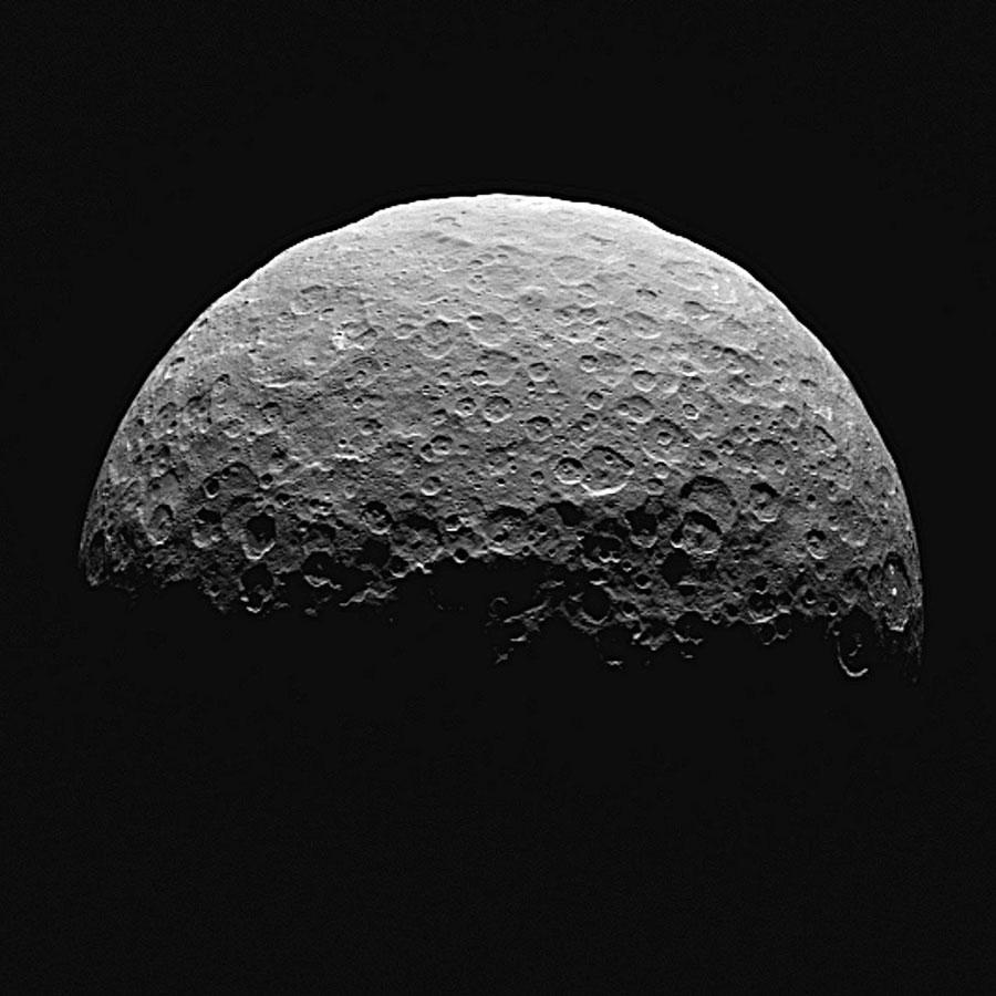 準惑星ケレスで「ありえない」アンモニアを発見か 異端の準惑星は太陽系の外縁で生まれて小惑星帯へ飛