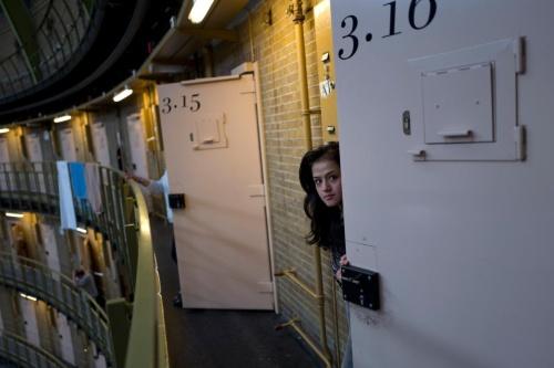 閉鎖した刑務所に暮らす難民、写真14点、オランダナショナルジオグラフィック日本版サイト