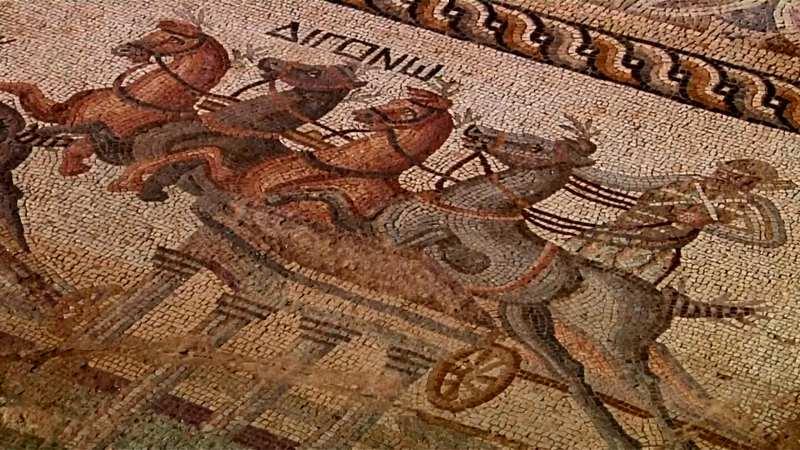 ローマ時代の戦車レース、非常に珍しいモザイク画ナショナルジオグラフィック日本版サイト