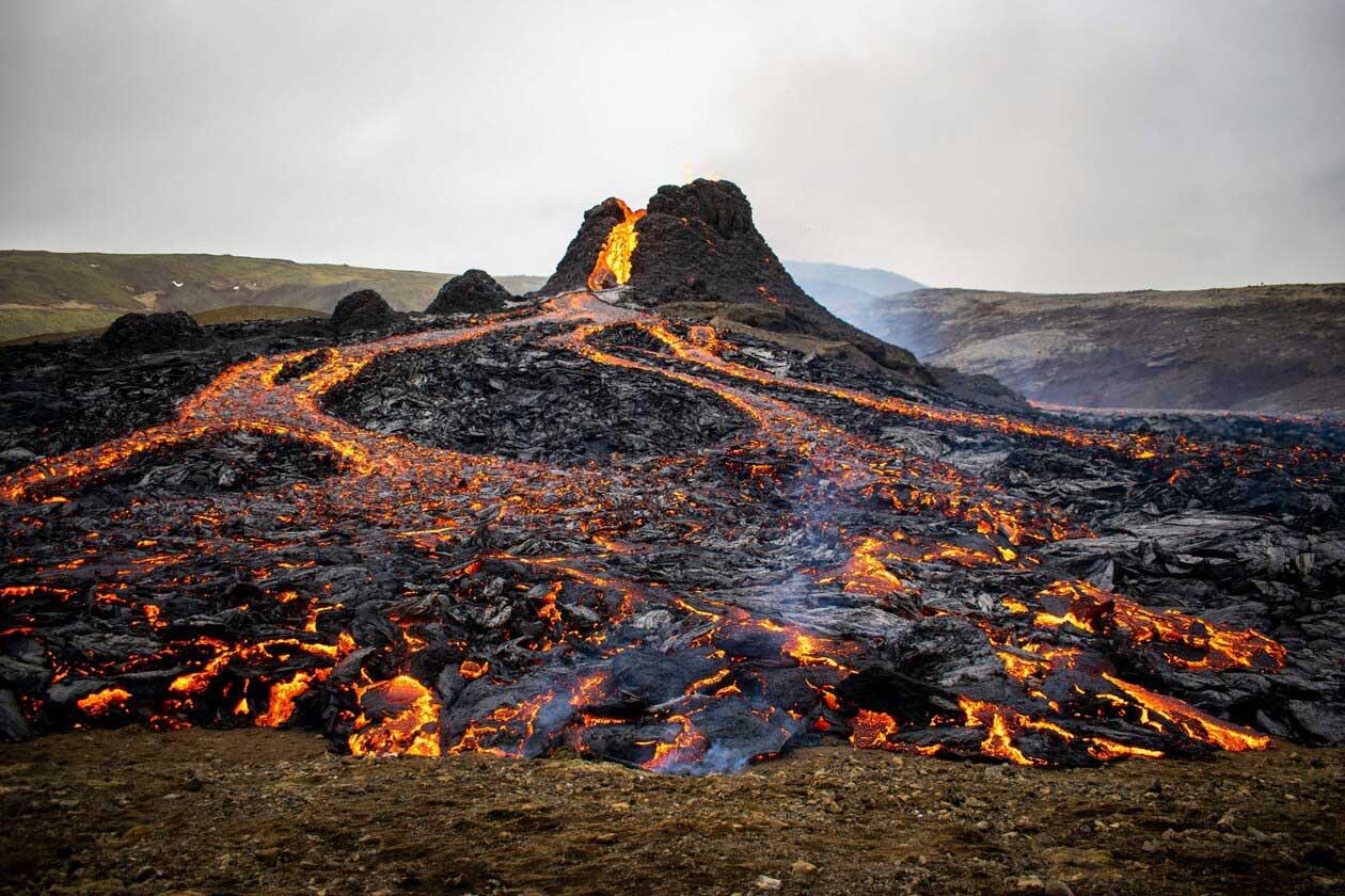 アイスランドの火山が800年ぶりに噴火、そのとき何が?   ナショナル ...