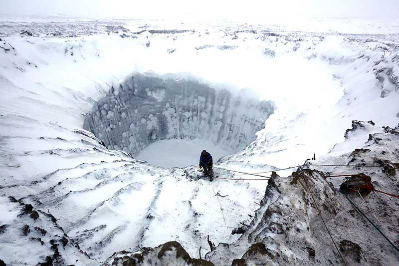 シベリアで巨大クレーター続々、...