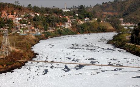 ブラジルの汚染河川:洗濯機効果...