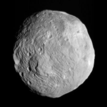 探査機ドーン、小惑星ベスタに到...