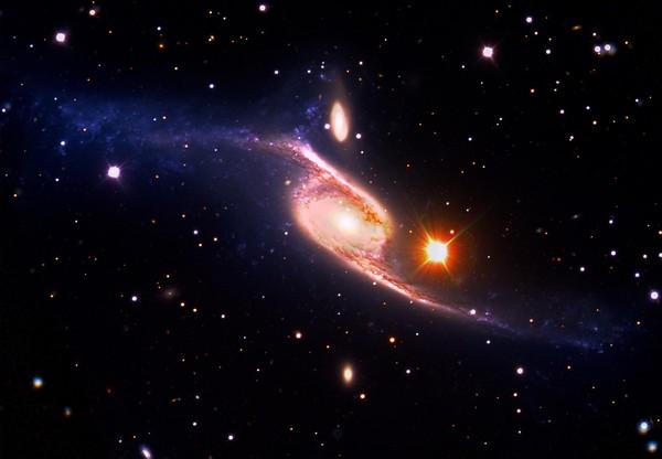 最大の渦巻銀河NGC 6872 | ナショナルジオグラフィック日本版サイト