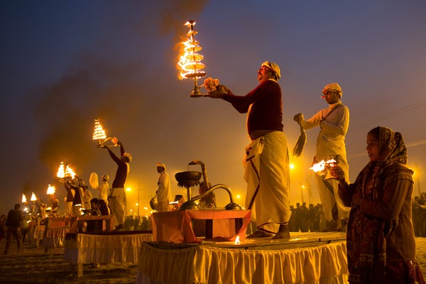 火の儀式、ヒンズーのクンブメーラ | ナショナルジオグラフィック日本 ...