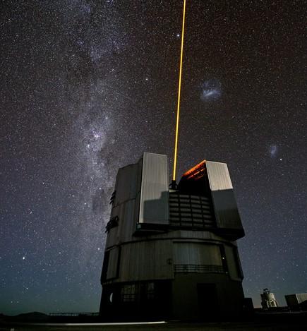 VLT望遠鏡のガイド星生成レーザ...