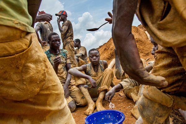 コンゴの紛争鉱物:報道写真家が...