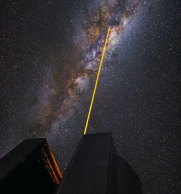 夜空を切り裂くVLTのレーザー | ...