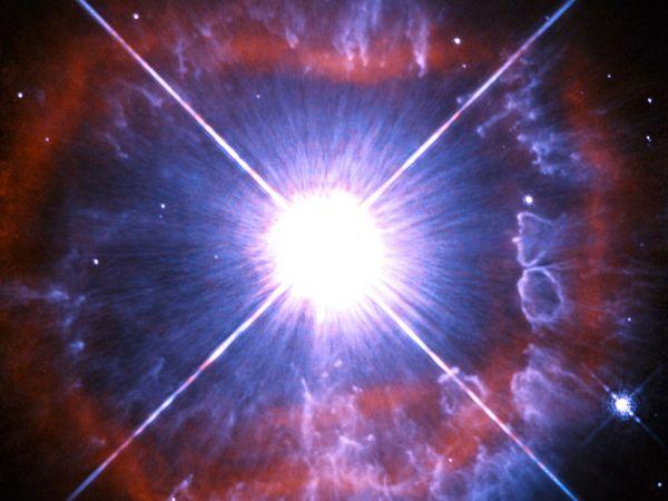 短命の極超巨星、りゅうこつ座AG...