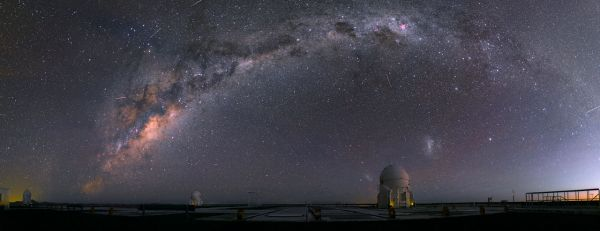 VLT補助望遠鏡と天の川 | ナショ...