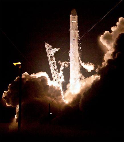 民間宇宙船ドラゴン、打ち上げに成功ナショナルジオグラフィック日本版サイト
