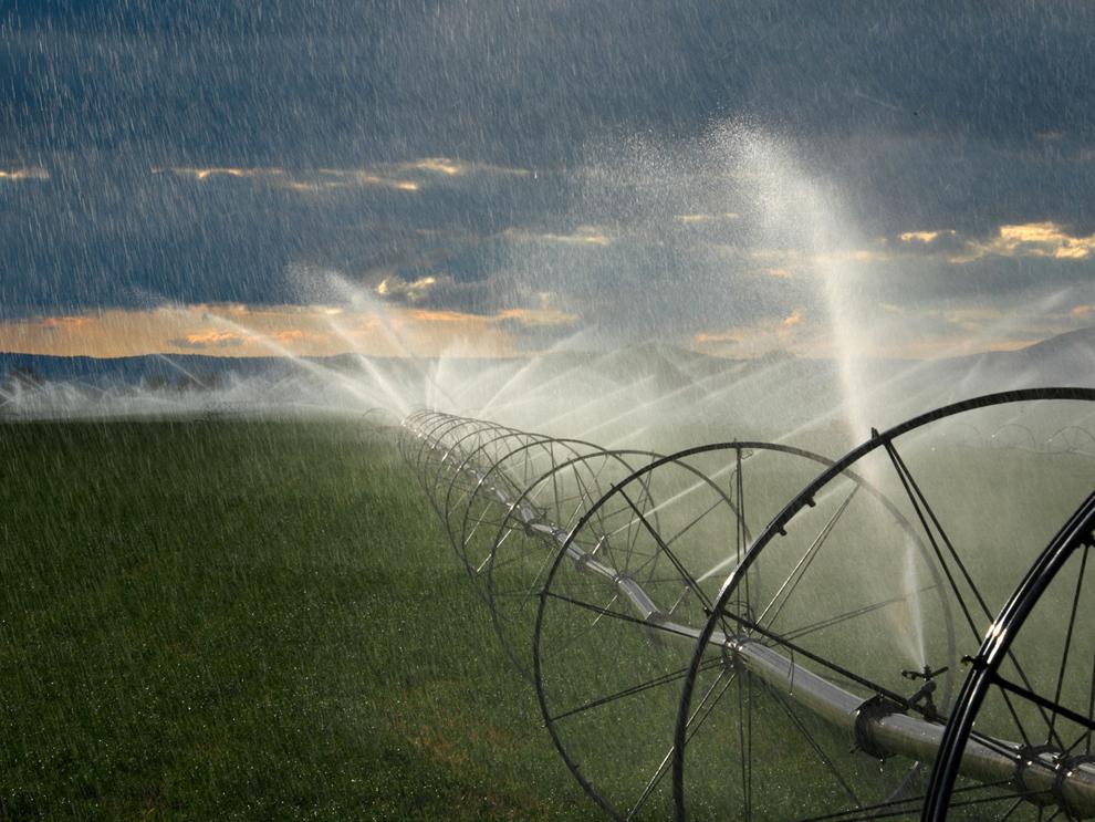 畑を潤す灌漑装置、オレゴン州   ナショナルジオグラフィック日本版サイト