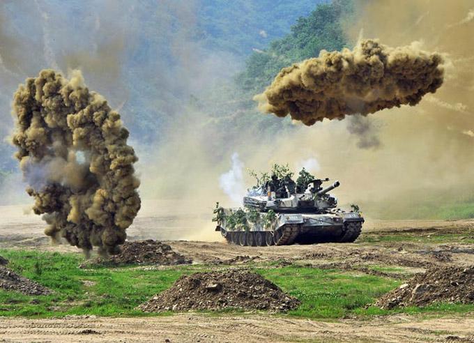 韓国軍の軍事演習 北朝鮮との南北非武装地帯の近くで実施された軍事演習。...  ナショナル ジオ