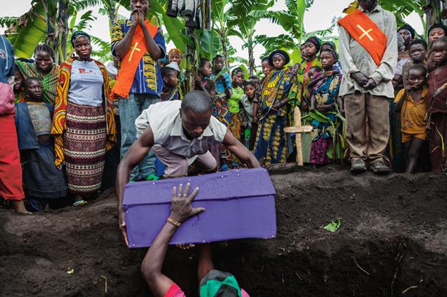 コンゴ難民キャンプの葬式